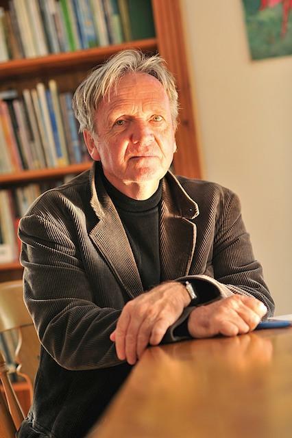 Bernard Berrou en Irlande dans la maison d'Heinrich Böll sur l'île d'Achill (Octobre 2013)